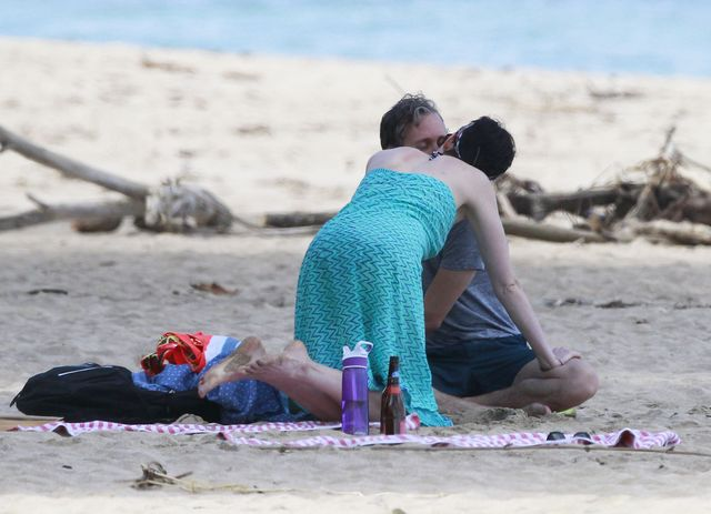 Anne Hathaway bez makijażu na urlopie z ukochanym (FOTO)