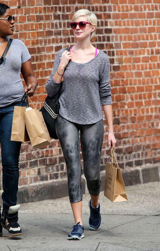 Anna Hathaway - roześmiana blondynka