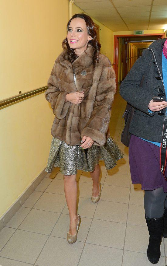 Anna Mucha paraduje w kurtce podszytej naturalnym futrem