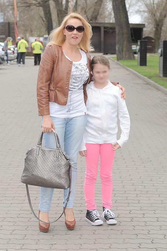 Córka w domu dziecka, a uśmiechnęta Anna Samusionek...(FOTO)