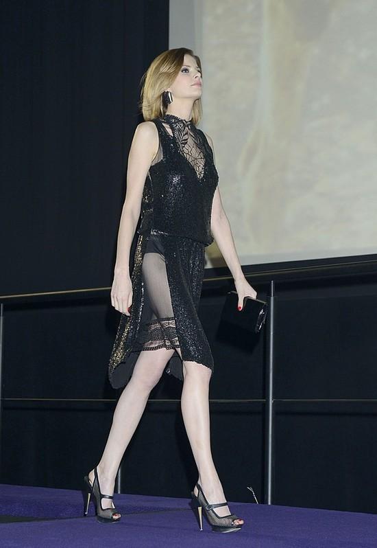 Bajecznie długie nogi Anny Szarek na premierze Las Minute