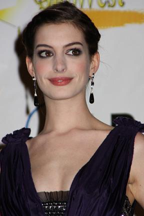 Chłopak Anne Hathaway aresztowany