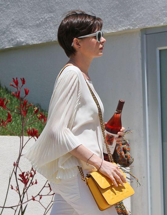 Anne Hathaway jak Liza Minelli