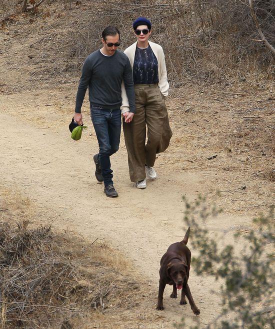 Anne Hathaway zostawiła psią kupę na samochodzie paparazzo