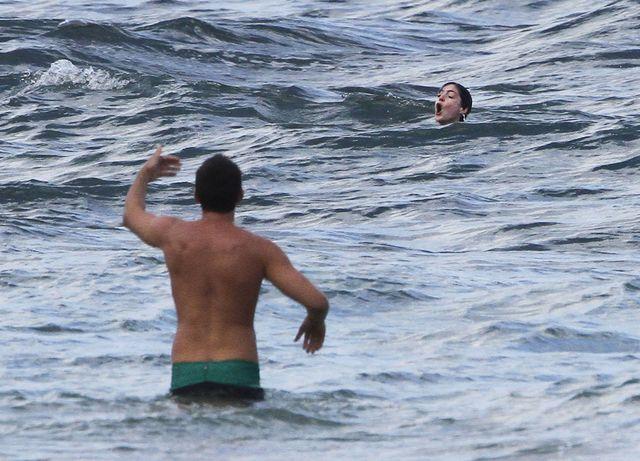 Anne Hathaway przeżyła w wodzie chwile grozy (FOTO)