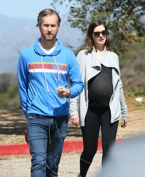 Anne Hathaway urodzi lada dzień? (FOTO)