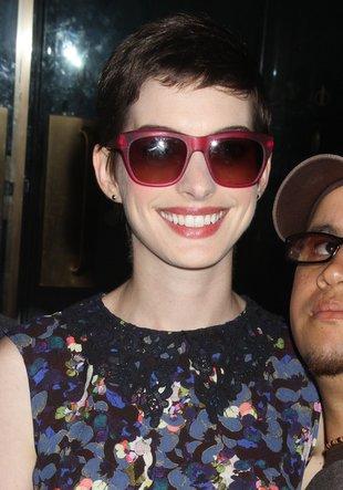 Anne Hathaway w okularach a la stara ciotka (FOTO)