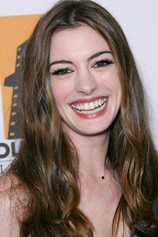 Anne Hathaway ostrzygła włosy na krótko