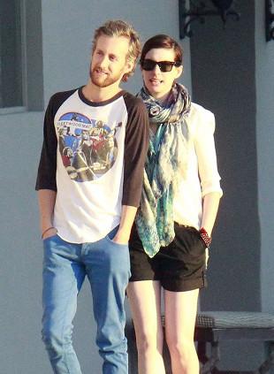 Anne Hathaway i Adam Shulman jak para przyjaciół (FOTO)