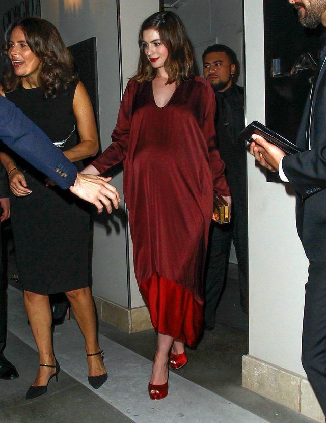 Anne Hathaway ma już naprawdę DUŻY brzuszek (FOTO)