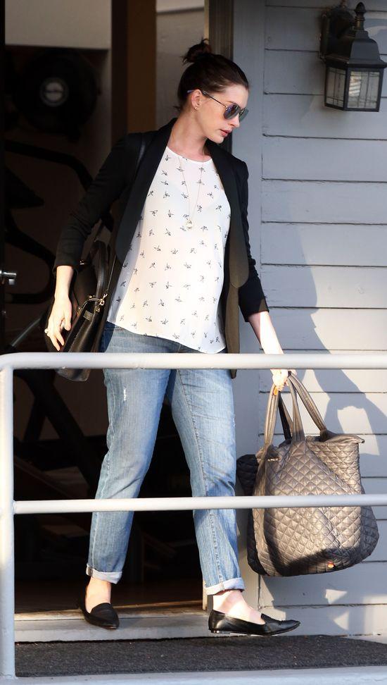 Anne Hathaway coraz okrąglejsza (FOTO)