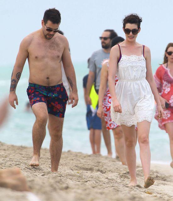 Anne Hathaway naprawdę ma ciało idealne? (FOTO)