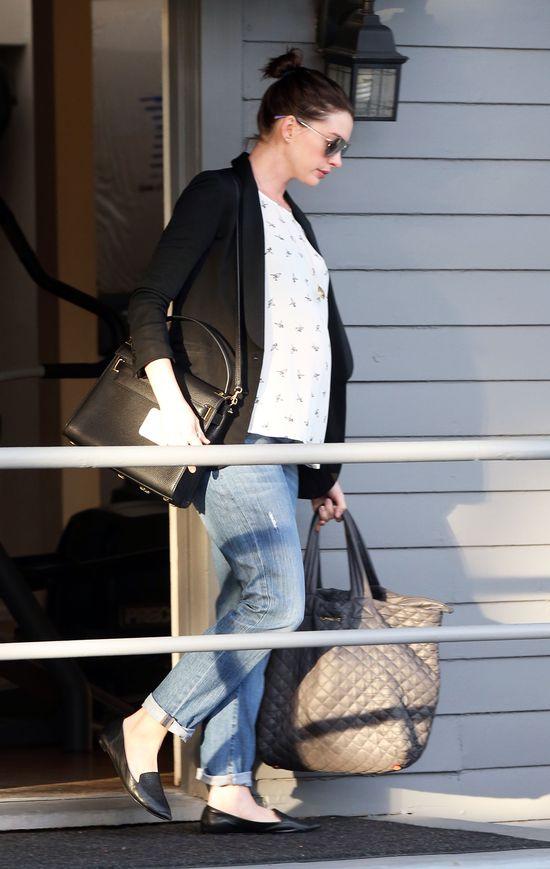 Anne Hathaway coraz okr�glejsza (FOTO)