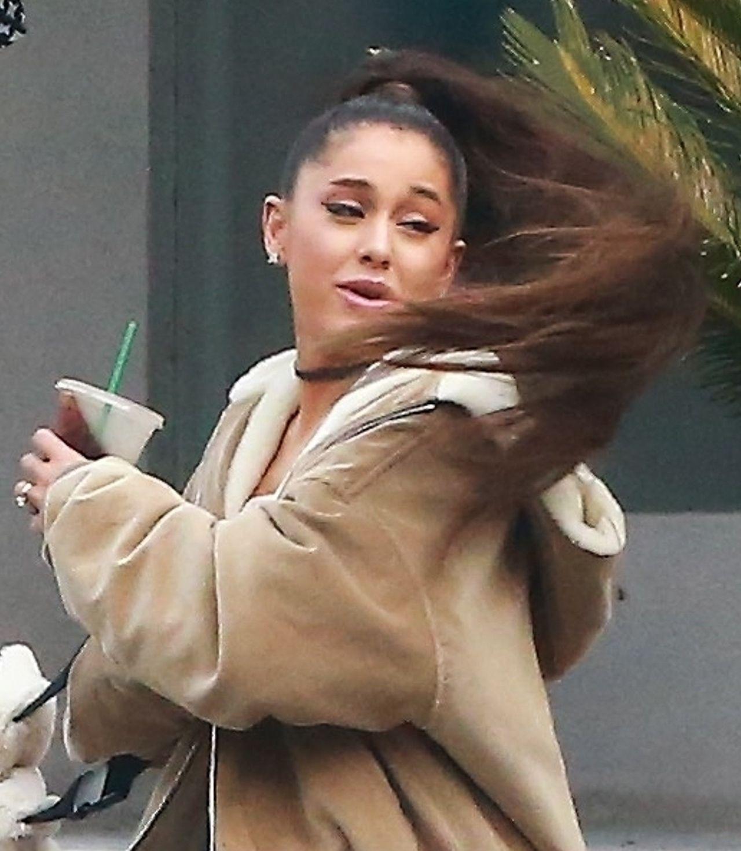 Kupujcie Dużo Gumek Ariana Grande Lansuje Nową Fryzurę