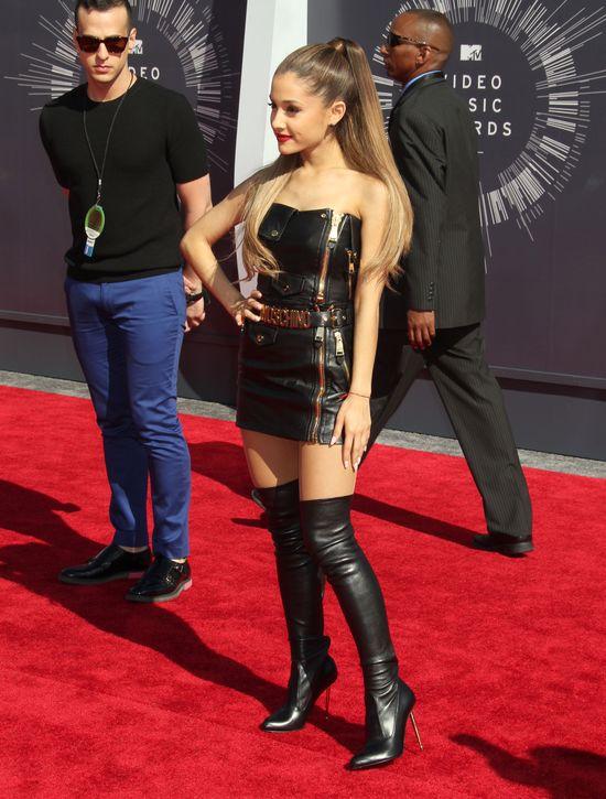 To dlatego Ariana Grande karze fotografować się z tej strony