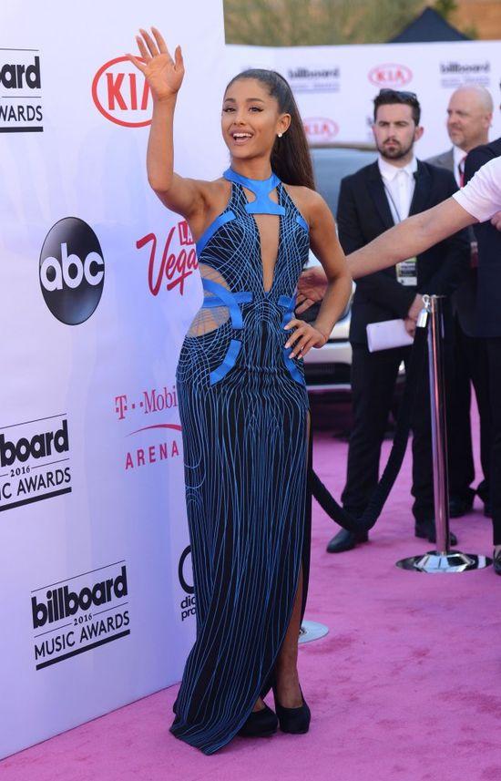 Mina Ariany Grande wyraża więcej niż 100 słów (FOTO)