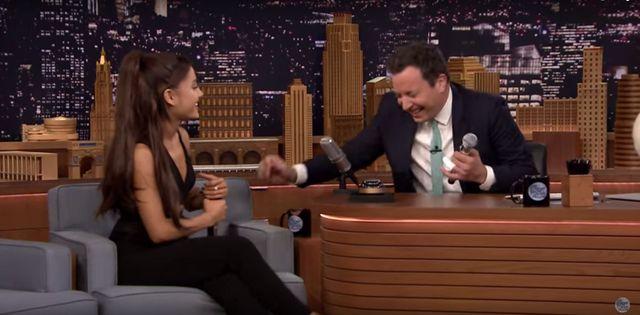 Hit! Ariana Grande naśladuje Spears, Aguilerę i Dion (VIDEO)