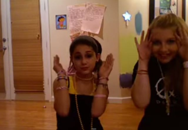 M�odziutka Ariana Grande udaje Christin� Aguiler� (VIDEO)