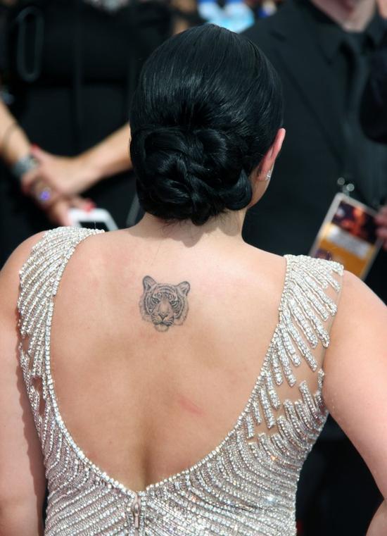 Czy Ariel Winter wzięła przykład z Kim Kardashian szykując się na Emmy? (FOTO)