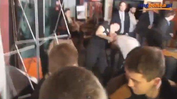 Bójka bokserów na konferencji prasowej [VIDEO]