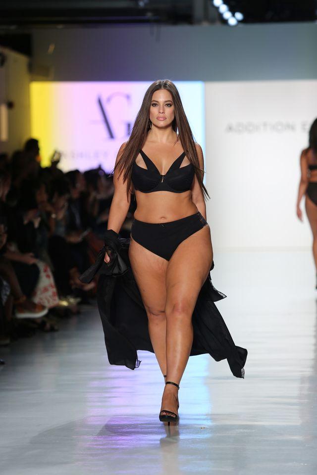 Ma rozstępy i cellulit, a pojawiła się ze skrzydełkami Aniołka Victoria's Secret
