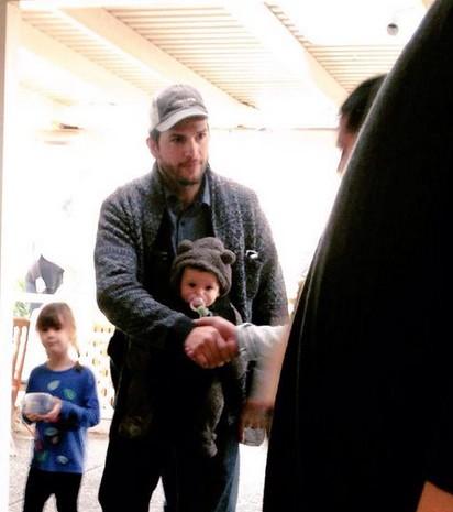 Poznajcie Wyatt, córeczkę Mili i Ashtona (FOTO)