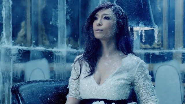 Ayumi Hamasaki - półgłucha piosenkarka ustanawia rekord