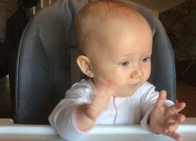 7-miesięczna córeczka znanego aktora już nosi kolczyki