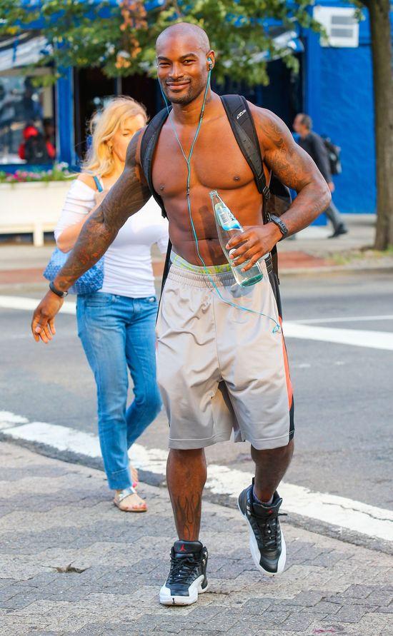 Tyson Beckford pręży klatę (FOTO)