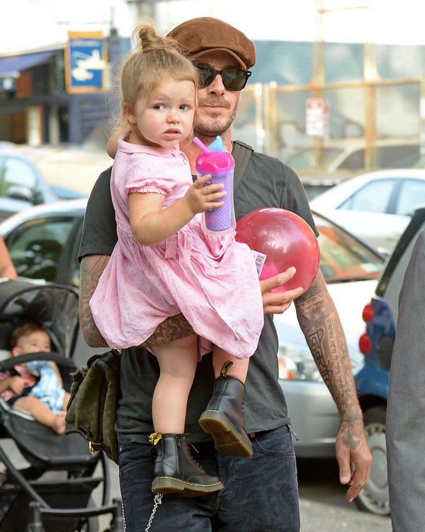 4-letnia Harper Beckham ze smoczkiem wywołała burzę