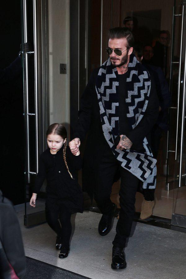Rodzina Beckhamów na pokazie kolekcji Victorii (FOTO)