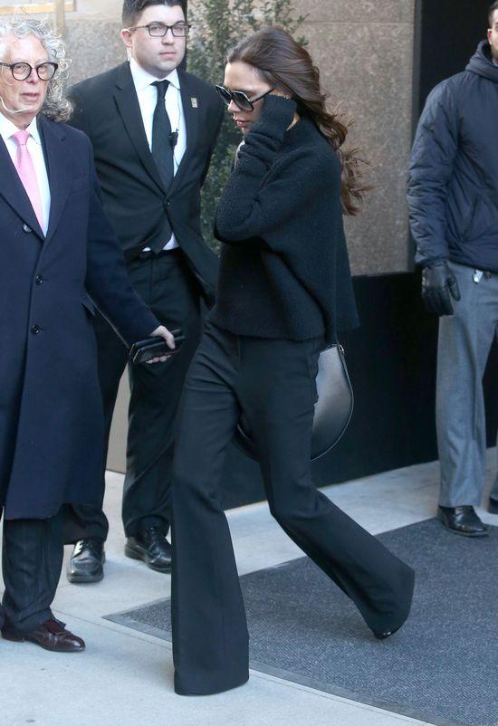 Victoria Beckham próbowała schować się w tym worku? (FOTO)