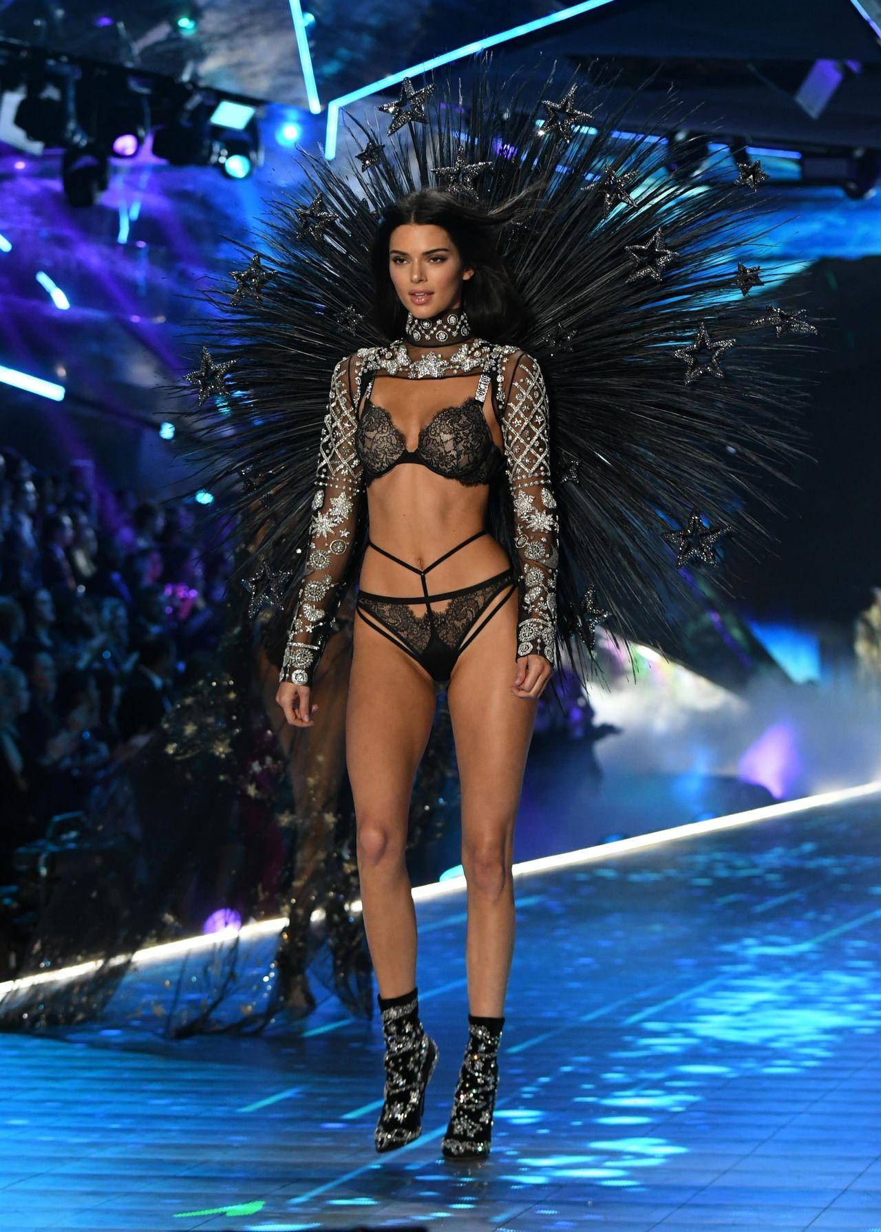 Kendall Jenner na pokazie Victoria's Secret 2018