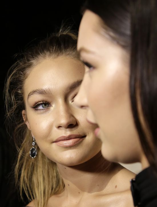 Ta modelka podsłuchała kłótnię Belli i Gigi! O co kłócą się modelki?