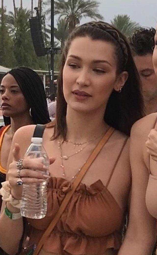 Bella i Gigi Hadid w siostrzanych stylizacjach na Coachelli (ZDJĘCIA)