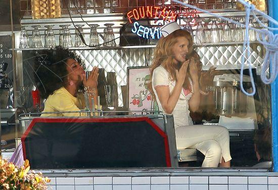 16-letnia Bella Thorne woli być seksowna niż słodka (FOTO)