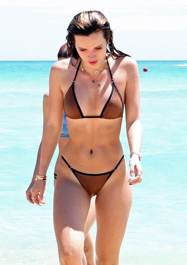 Bella Thorne w bikini. Tak dużo jeszcze nie pokazała (FOTO)