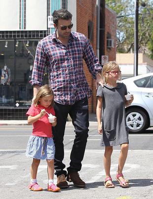 Ben Affleck ze swoimi dziewczynami (FOTO)