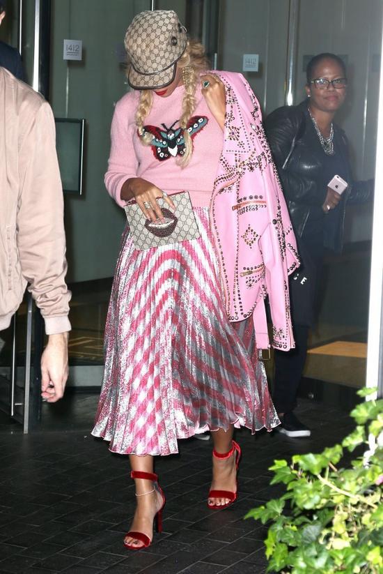 Beyonce jak kiczowata LALKA BARBIE (FOTO)