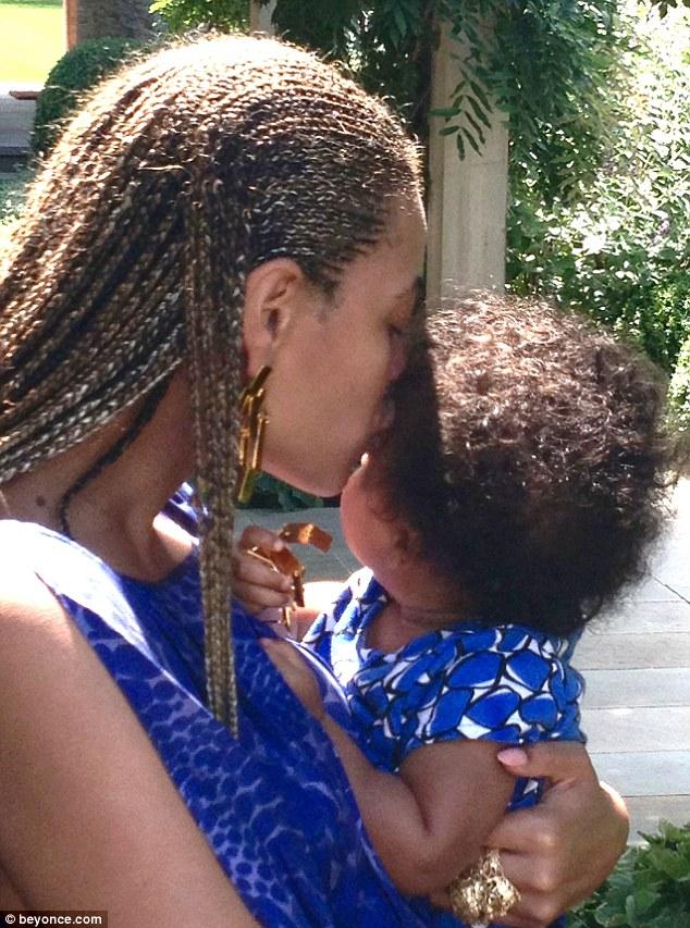 Beyonce dzieli się nowymi zdjęciami małej Blue Ivy (FOTO)