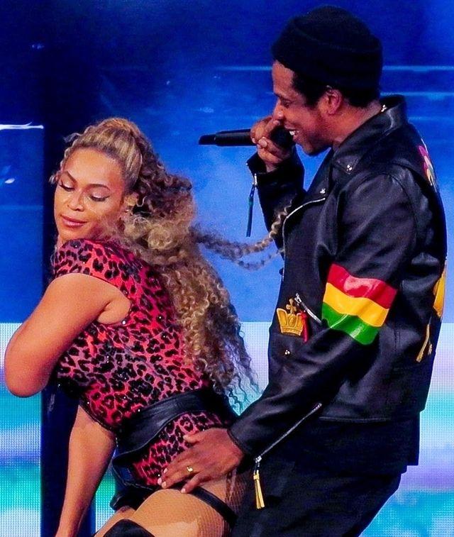 Beyonce NAGA w łóżku z mężem (ZDJĘCIA)