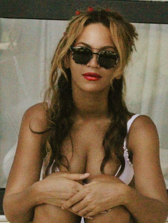 Królowa Bey-kini, czyli Beyonce kusi w stroju kąpielowym