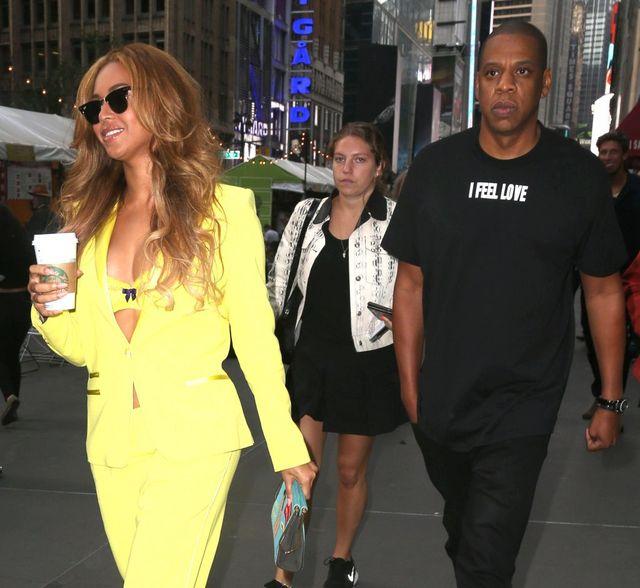 Zero klasy Beyonce, czyli wystawa biustu i biustonosza