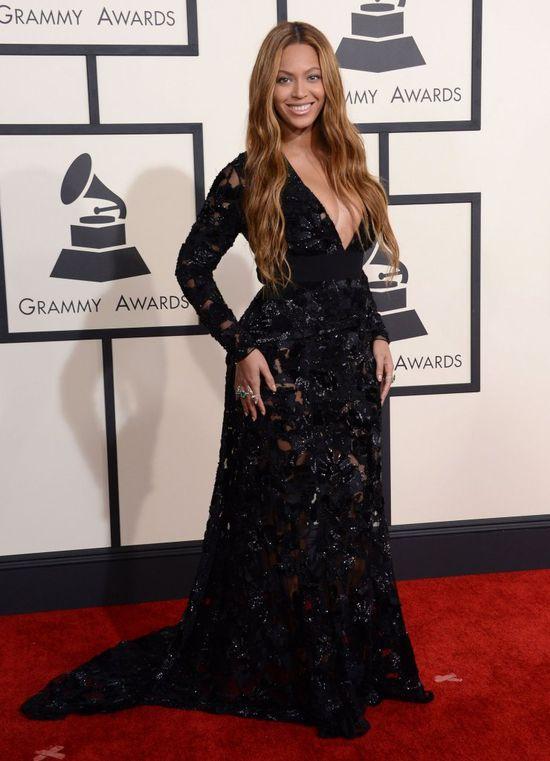 Beyonce dodała sobie kilogramów kreacją (FOTO)