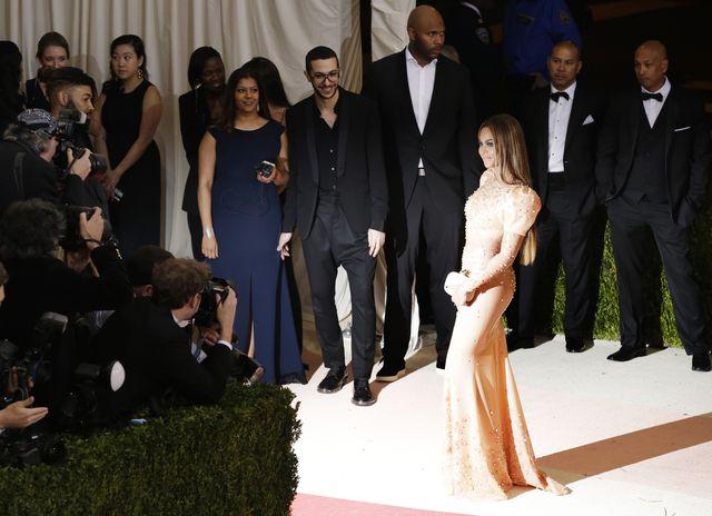 Skandal! Beyonce SAMA na gali MET! (FOTO)