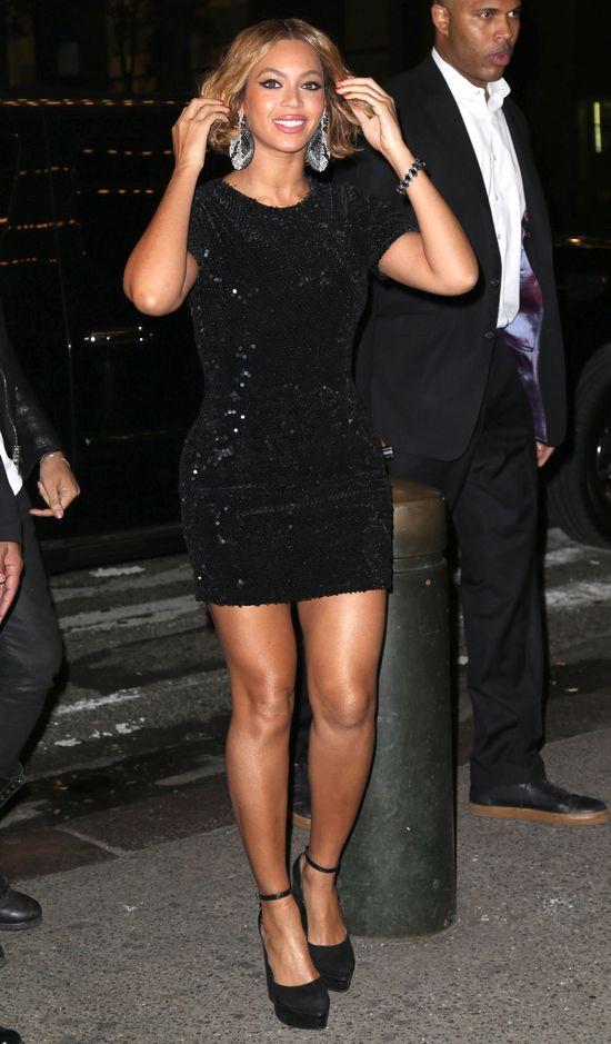 Beyonce w otoczeniu gwiazd świętuje swój sukces (FOTO)