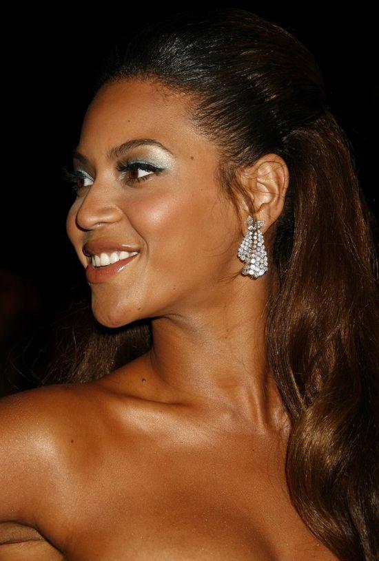 Internauci do Beyonce: Wybieliłaś skórę!