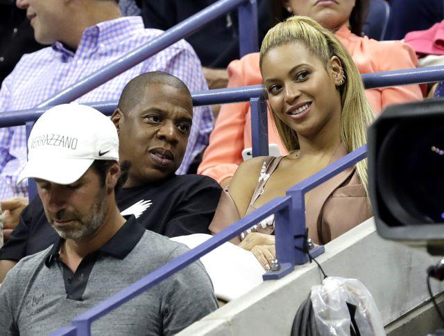 Ogromny dekolt Beyonce na meczu koszykówki (FOTO)