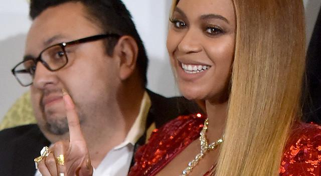 Co tam brzuszek, spójrzcie, jaki BIUST ma Beyonce tuż przed porodem! (ZDJĘCIA)