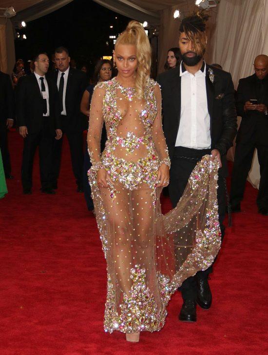 Pewien internauta wystylizował się na Kim i Beyonce